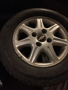 4 winter tires in great shape with mags on 205/65R15