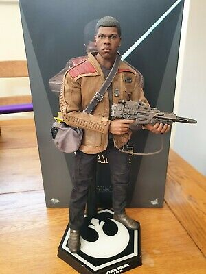 Movie Masterpiece Star Wars The Force Awakens FINN1/6 Action Figure Hot Toys