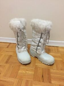 Ladies Size 7 Winter Boots
