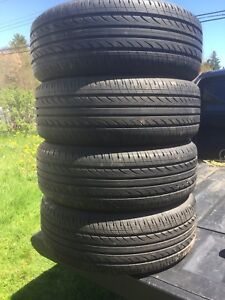 p195/60/15 inch All Season Tires on Chev Rims / NEAR NEW