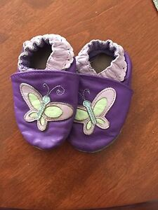 Robeez butterfly 6-12 mos
