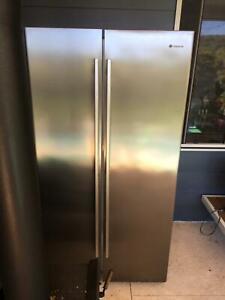 Westinghouse 610L Side by Side Fridge Freezer