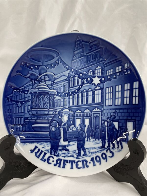 """BING AND GRANDAHL  (B & G) 1993 CHRISTMAS PLATE """"FATHER CHRISTMAS IN COPEHAGEN"""""""