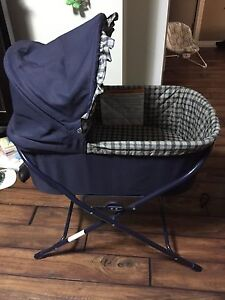 Bassinet with stand and sheets