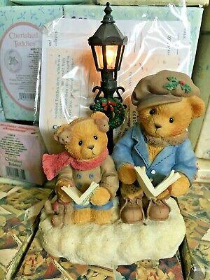 Very Rare Cherished Teddies 533858 JOHN & WILLIAM Christmas Caroling Lamppost q