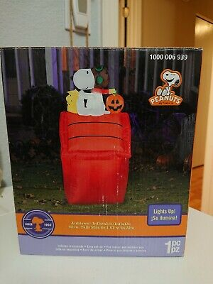 Gemmy Peanuts Airblown Light Up snoopy doghouse halloween 3.5 Ft