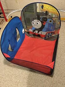 Thomas pop up tent and tunnel
