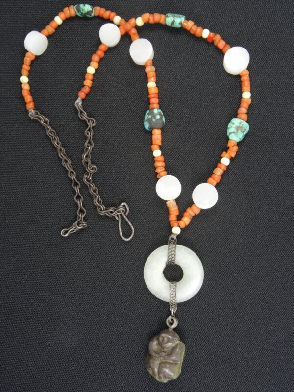 EXQUISITE ANTIQUE TIBETAN CORAL & CARVED WHITE JADE NECKLACE & AMULET