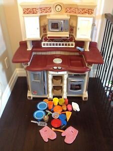 Step 2 play kitchen with food