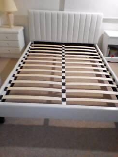 White 5 piece bedroom suite