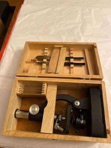 VINTAGE/ANTIQUE MICROSCOPE IN WOODEN BOX
