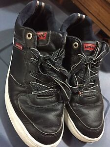 Levi Straus Shoes size 9 Mens in broke in condition.