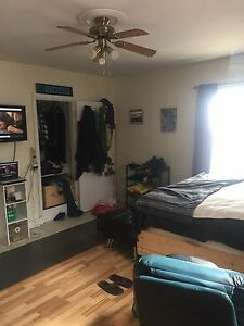 URGENT 1 bdrm w den sublet may-July 850 all in
