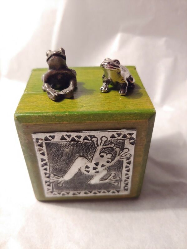 Frog Trinket Box With 2 Frogs