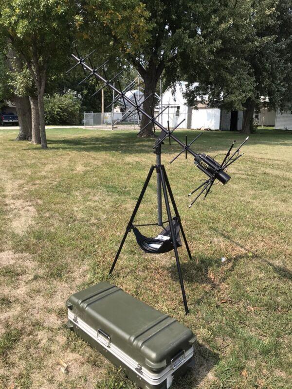 Trivec Avant AV 2011 UHF Satellite Communication (SATCOM) Antenna With tripod