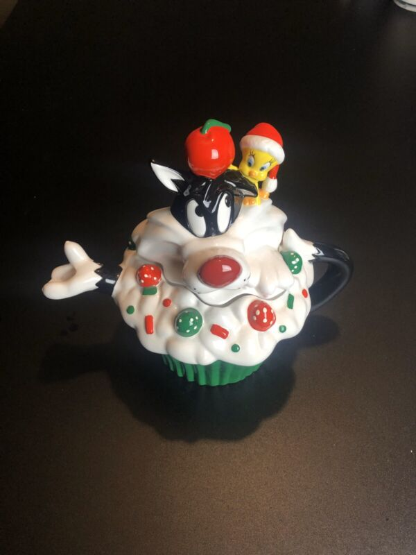 Sylvester And Tweety Christmas Cupcake Teapot