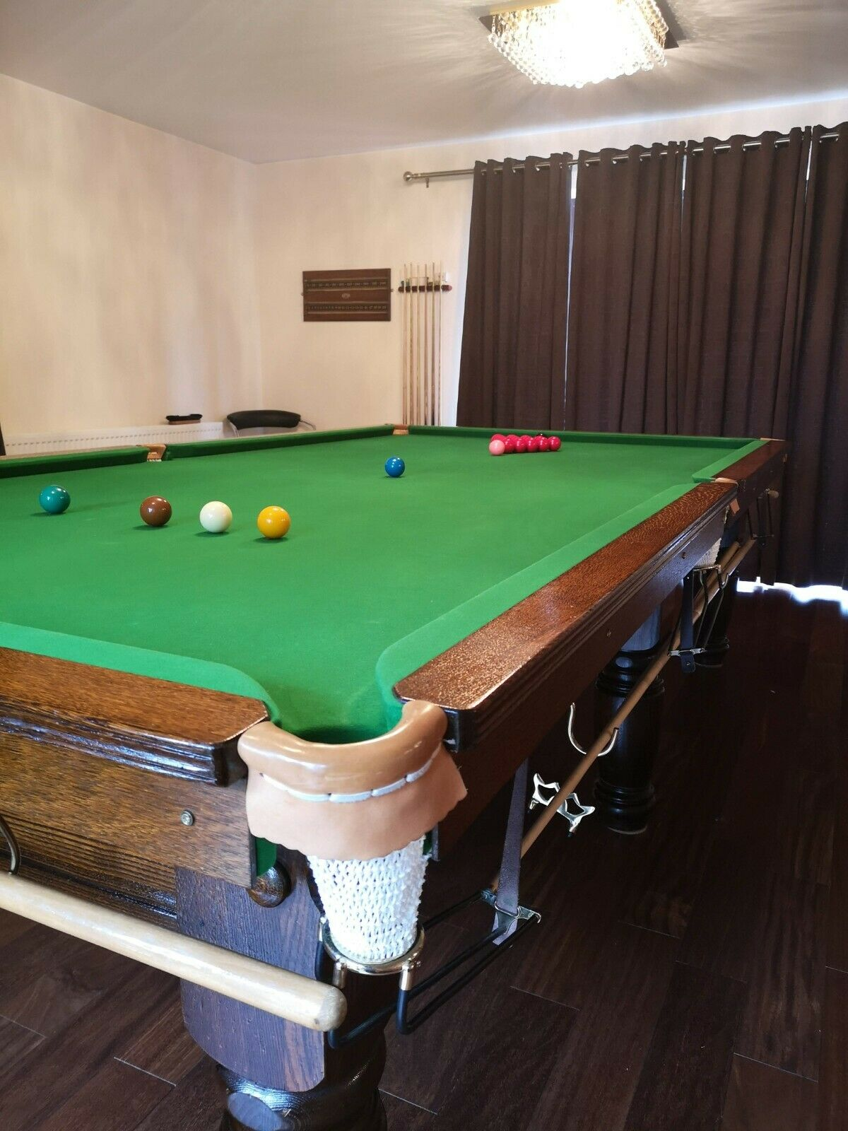 10ft Snooker Table with Balls,Cues and Scoreboard