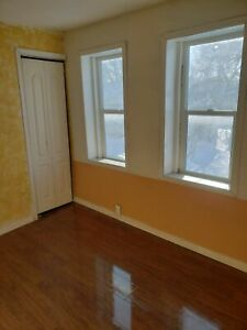 Bright 3BR House on Pacific, Available Immediately