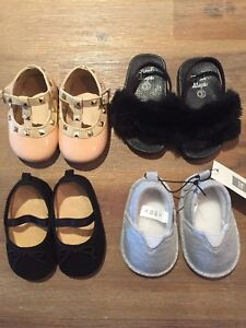 Souliers bébé fille/Baby girl brand new shoes