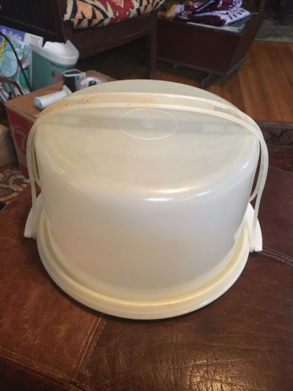 Vintage TUPPERWARE Large Cake & Pie Taker Carrier and Handle White