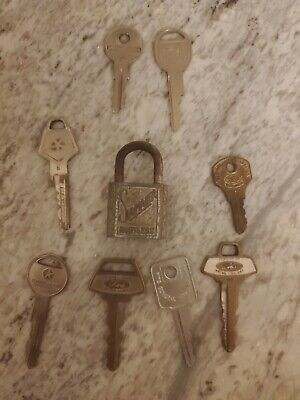 Lot Of Vintage Keys And Padlock GM, FORD, CHRYSLER, slaymaker lock u