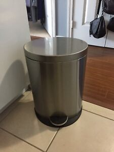 Stainless steel garbage can *perfect condition