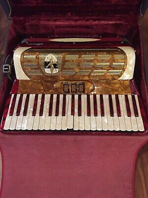 Capri Accordion With Case Made In Italy 13C48