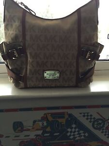 Authentic Michael Kors-Channel5 Logo-Guess-UGG Boot.BO•