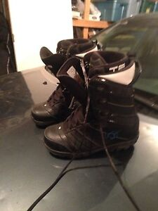 Snowboarding boots size 10.5