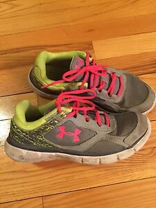 Under Armour runners -- size 6 youth