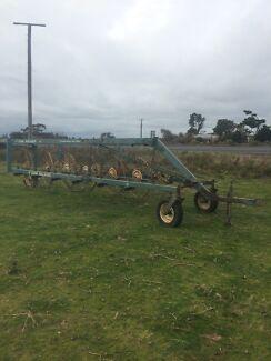 hay rake john shearer 12 wheel v rake Carpendeit Corangamite Area Preview