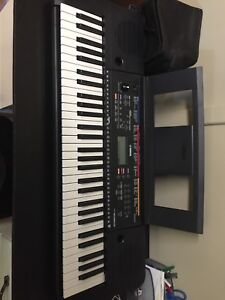 Yamaha PSR-E263 piano keyboard