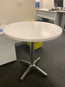 White round table! MUST GO