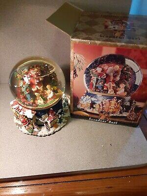 Grandeur Noel Musical & Animated Water Globe Collector's Edition rotating
