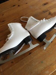 Youth or women's warm, lined figure skates size 6