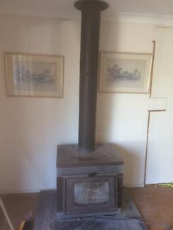 Slow combustion fireplace