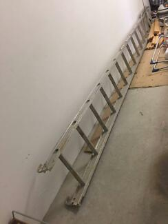 Scaffolding extension ladder