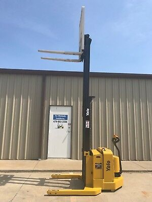 2004 Yale Walkie Stacker - Walk Behind Forklift - Straddle Lift -only 507 Hours