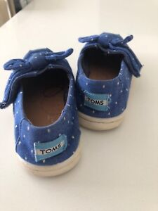 Girls Toddler Size 8 TOMS shoes