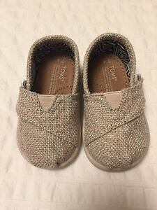Toddler Toms size 4