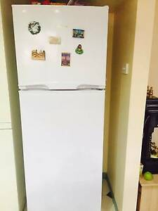 342L Hisense Fridge (still under warranty) ... only 2.5 years old Altona Meadows Hobsons Bay Area Preview