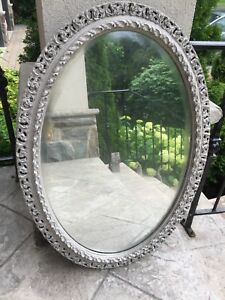 Gray ovale wooden framed miroir