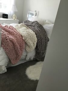 CHUNKY KNIT BLANKET*** NEW. MUST MADE***