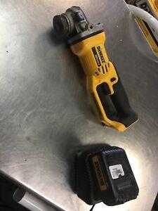 Grinder Dewalt a batteries 20v max avec une batterie et chargeur