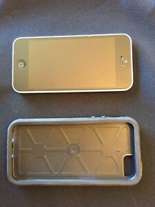 White 8gb iPhone 5c with Otterbox