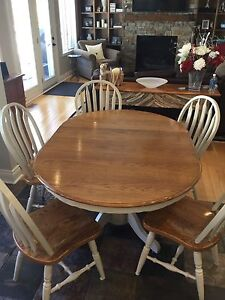 OAK DINING/KITCHEN TABLE and CHAIRS