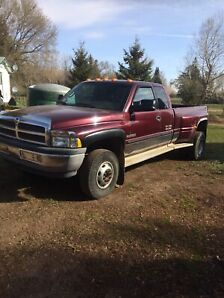 2001 Dodge 3500 4x4 Diesel 6 speed, Extended Cab, Dually