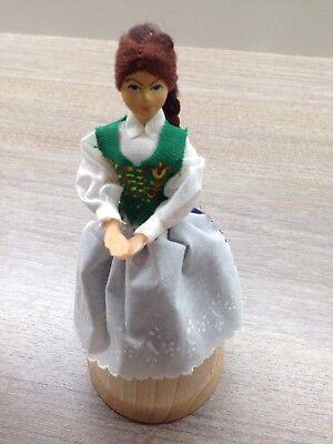romada handgemalte hölzerne Trachtenpuppe Puppen (Hölzerne Puppe)