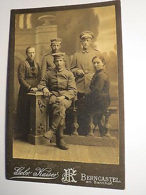Bernkastel - 2 junge Frauen & 3 Soldaten in Uniform Stiefel - Kulisse / KAB