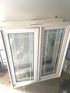 2 fenêtres  à manivelles en PVC excellentes condition!